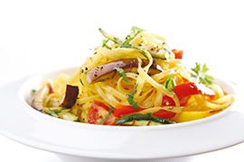 Egg tagliolini with cherry tomatoes and vegetables