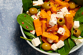Salad with baby spinach, country-style carrots and marinated feta cheese